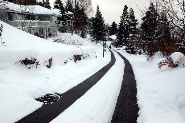 Bilde av vei med varmekabler