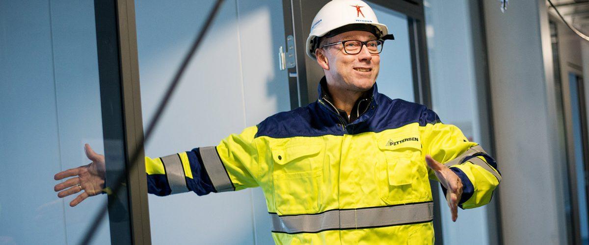 Bilde av en mann i Pettersen-uniform