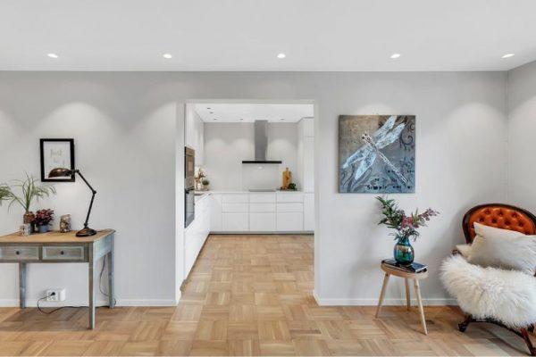 Bilde av belysning i stue og kjøkken